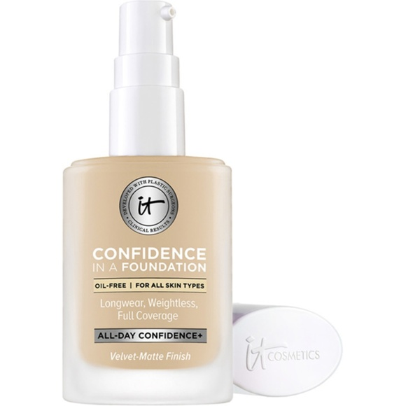 it cosmetics Other - NWT It Confidence in a Foundation - Medium Shell
